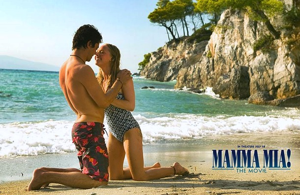 Amanda_Seyfried_in_Mamma_Mia_Wallpaper_4