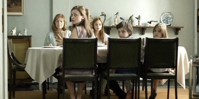 Yunan Sineması'ndan 2 Taze Örnek: Miss Violence ve The Enemy Within 1 – Miss Violence 005