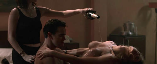 Denise Richards & Neve Campbell - Wild Things - 1_3-500