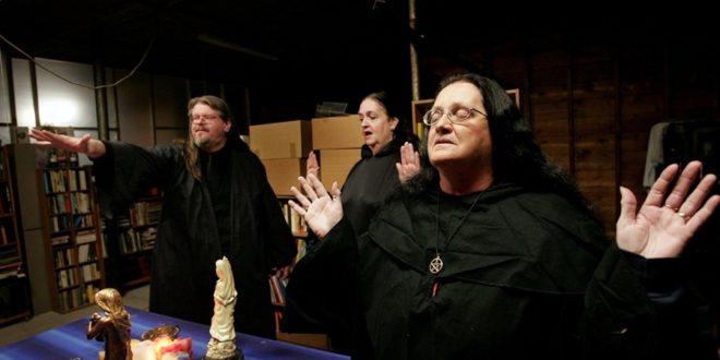 Amerika'nın Cadıları Mona Kitap'tan Çıktı! 1 – american mystic 6 Amerika'nın Cadıları